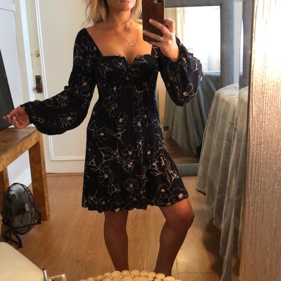 Billabong Dresses & Skirts - BILLABONG Floral Dress - Long Sleeve